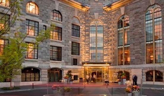 La facciata dell'Hotel Liberty