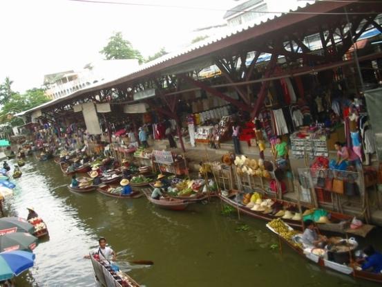 Caratteristico mercato galleggiante